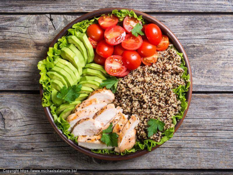 Bol quinoa-poulet-avocat