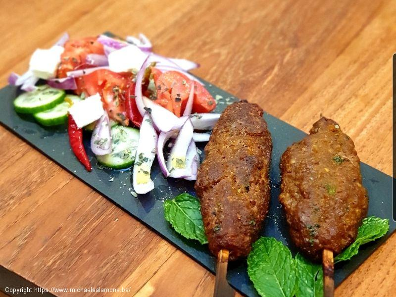 18. Kofte d'agneau et salade a la turque